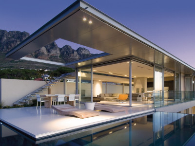 First Crescent i Camps Bay av SAOTA