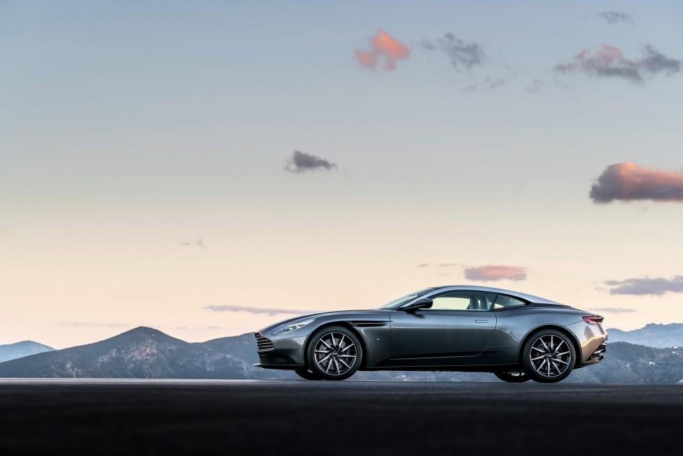Aston Martin DB11 (2017)
