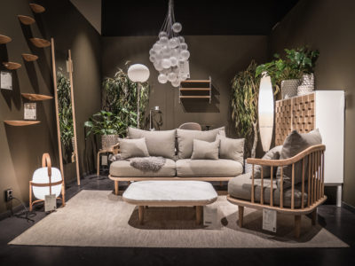 Svenssons i Lammhult säljer svenska och internationella designmöbler i originaldesign. Som återförsäljare av varumärken som String, Dux, Swedese, Grythyttan m.fl.