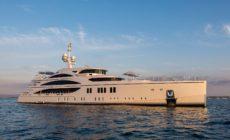 Hitta stora och lyxiga båtar i Stockholm.