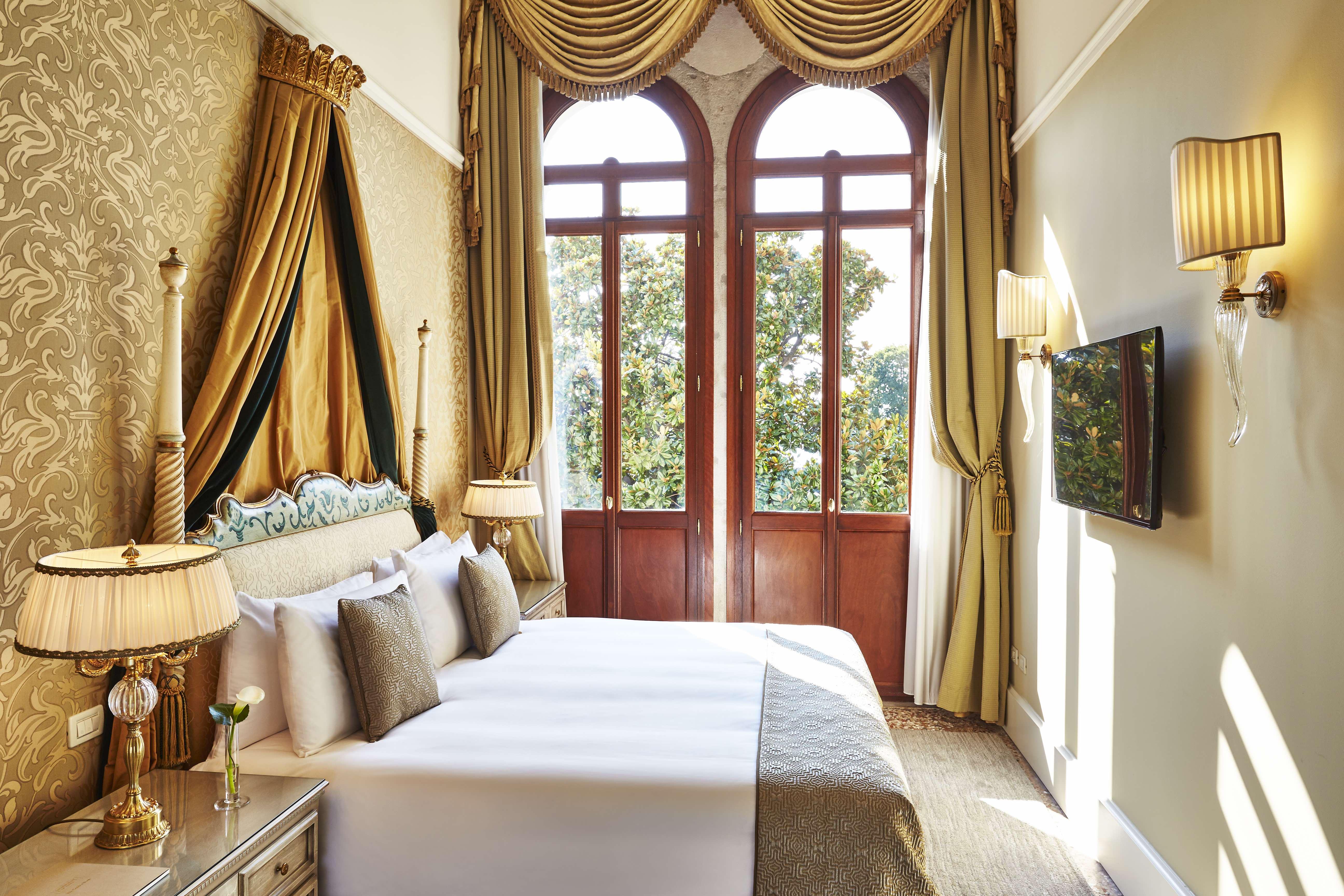 Hitta lyxhotell och lyxiga resorts med HOOM. Vi har en guide med ett stort antal utvalda och handplockade hotell och resorts i världens alla hörn.