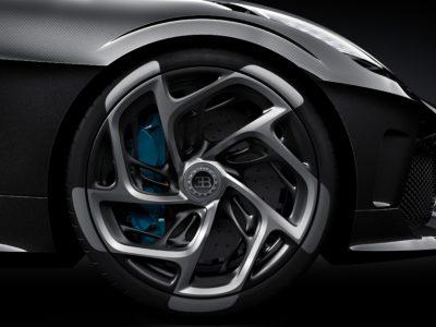 Bugatti La Voiture Noire. Du hittar Bugatti och andra lyxbilar och sportbilar i Stockholm via HOOM. Stor guide med exklusiva bilar.