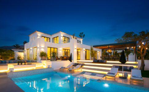 Villa Liege i Nueva Andalucia av Coliz & Murphy.