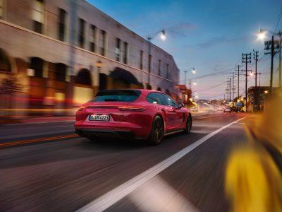 Porsche Center Stockholm är Skandinaviens största Porsche Center och tillika Porsche Sveriges flaggskeppsbutik. Nu finns även Porsche Center Danderyd.