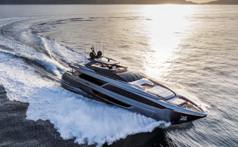 Stor guide med yachter, yachts, motorbåtar.
