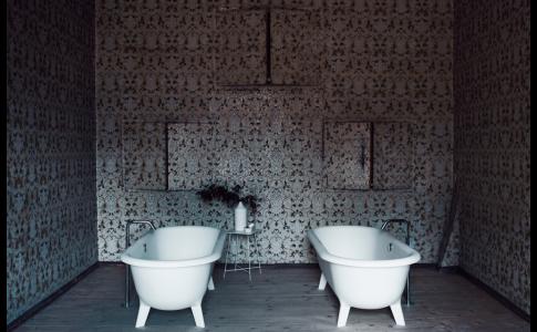 Ottocento är ett fristående badkar skapat av Camilla, Bibi och Giampaolo Benedini för italienska Agape