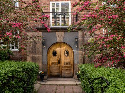 Drömboende på Bragevägen i Lärkstaden - Skeppsholmen Sotheby's International Realty. Kontakta mäklaren om du vill veta mer om denna hörnlägenhet.