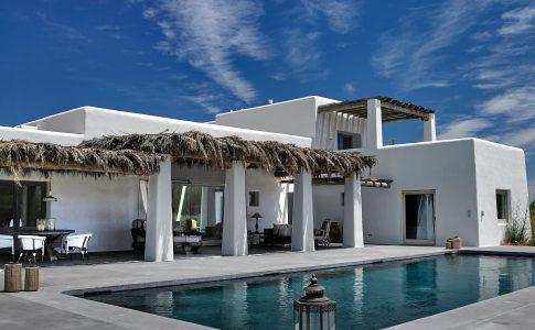 Ibiza – kontrasternas ö. Här hittar du inspirerande artiklar om inredning och design i världens alla hörn.