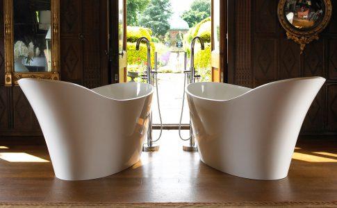 Amalfi kommer från Victoria & Albert. Perfekt för exklusiva badrum. Extra lyxigt om man har två fristående badkar.