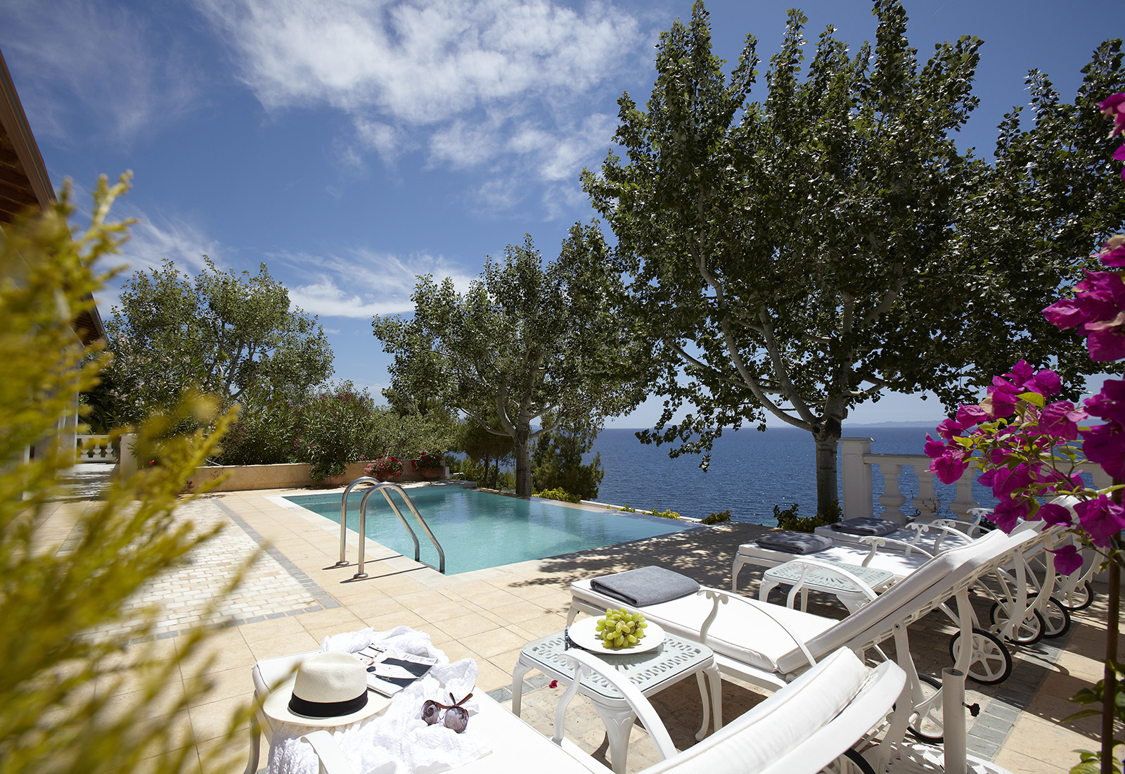 Danai Beach Resort & Villas. Titta i vår guide när du vill åka till Grekland.