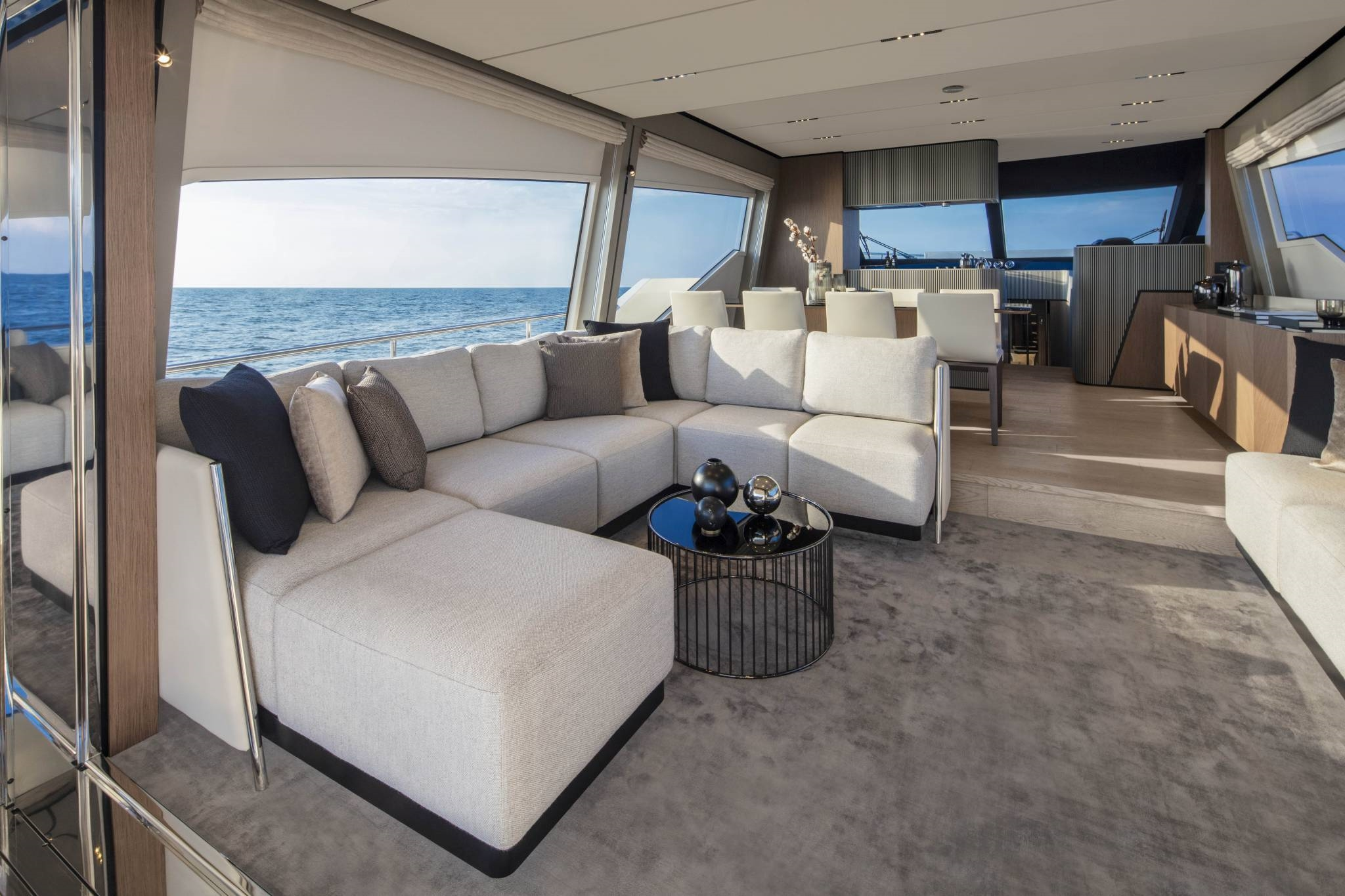 Ferretti Yachts 720, samt andra exklusiva motorbåtar och lyxiga yachts, presenteras på vår sajt.