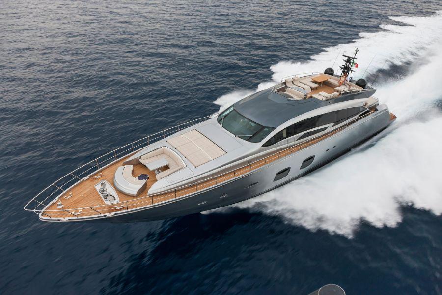 Pershing 108. Här hittar du yachts och exklusiva motorbåtar.