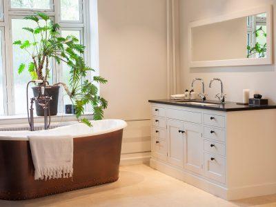 Exklusiva badrum från Kvänum. Lyxiga badrum och badkar.
