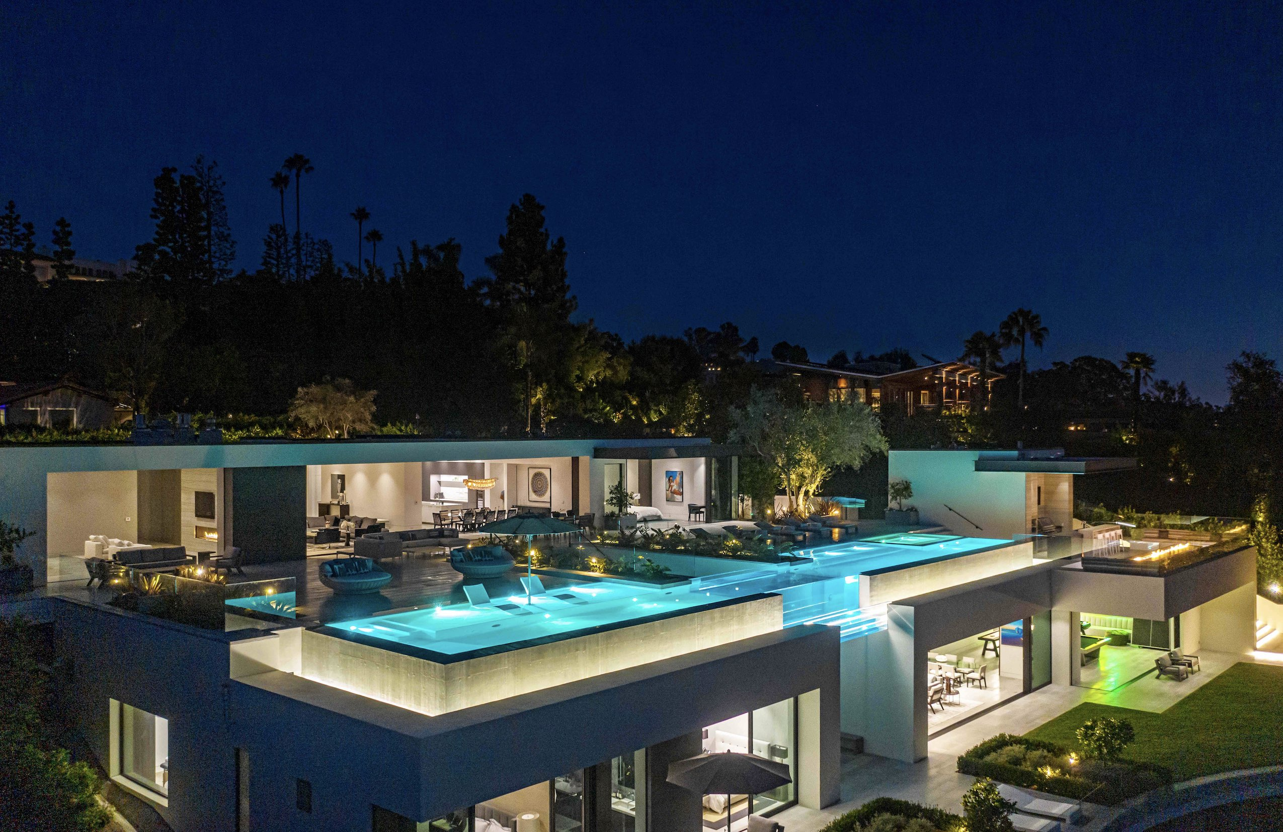 Världens största villor och de mest framgångsrika arkitekterna. Vi har en hel avdelning med exklusiva hem.
