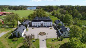 Exklusiva gårdar, säterier och slott hittar du i avdelningen drömboende.