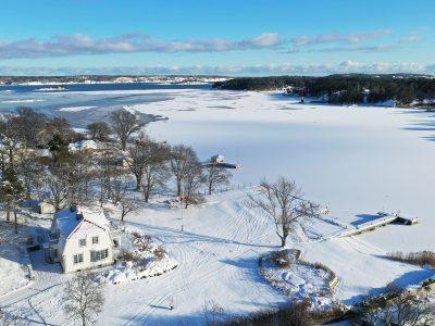 Exklusivt sjöställe i Saltsjöbaden - Skeppsholmen Sotheby's International Realty. Titta i vår guide - Mäklarguiden - om du letar efter en exklusiv villa i Saltsjöbaden eller Stockholm.