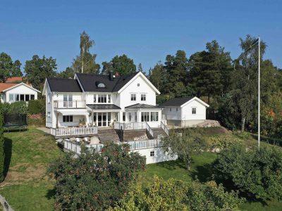 När du söker slott, en gård, en exklusiva villa, en paradvåning eller en exklusiv skärgårdsfastighet