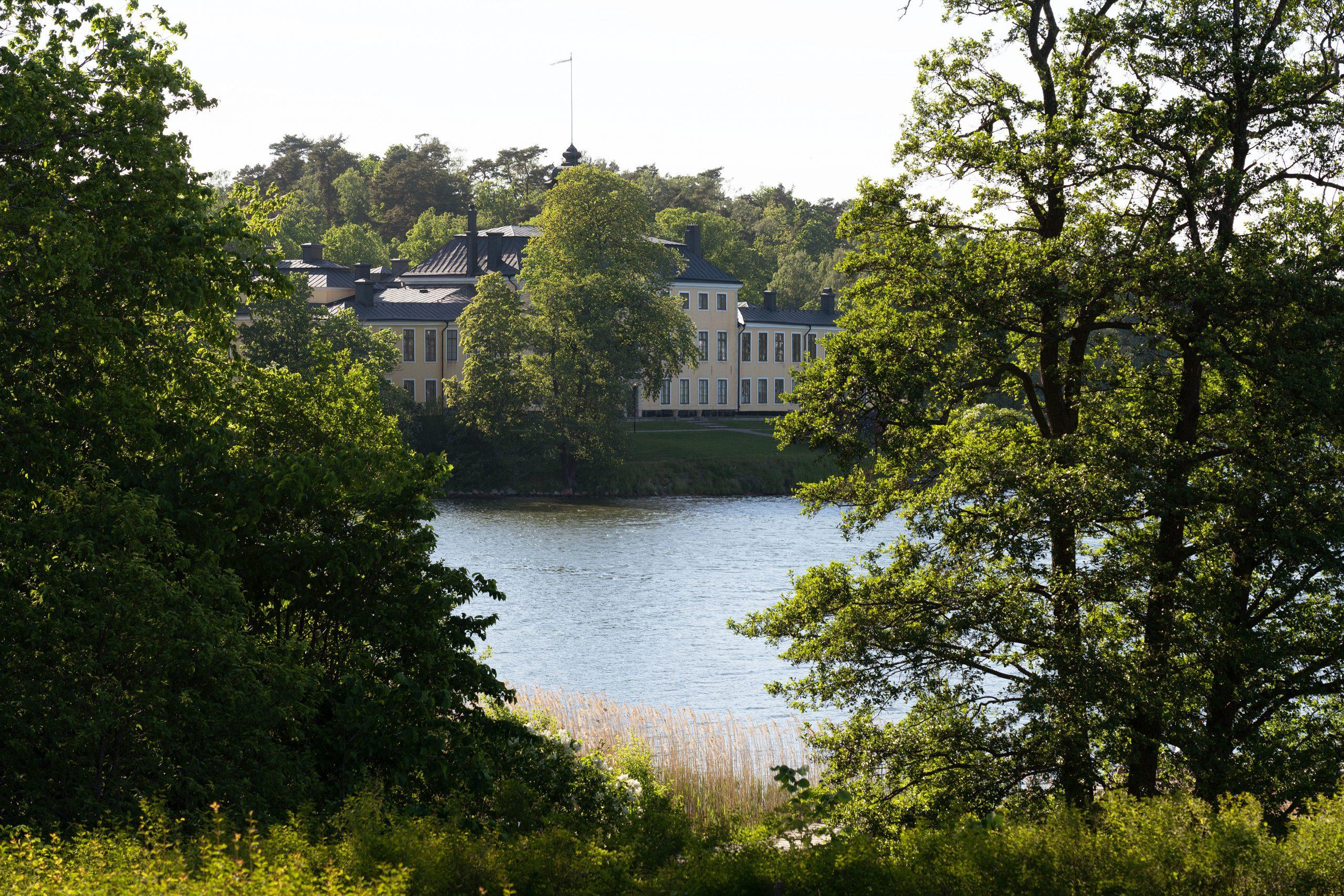 Loviseberg, ett unikt Corps de Logis vid Ulriksdals Slott- Skeppsholmen Sotheby