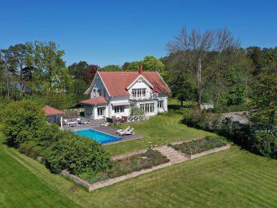 När du söker slott, en gård, en exklusiv villa, en paradvåning eller en exklusiv skärgårdsfastighet