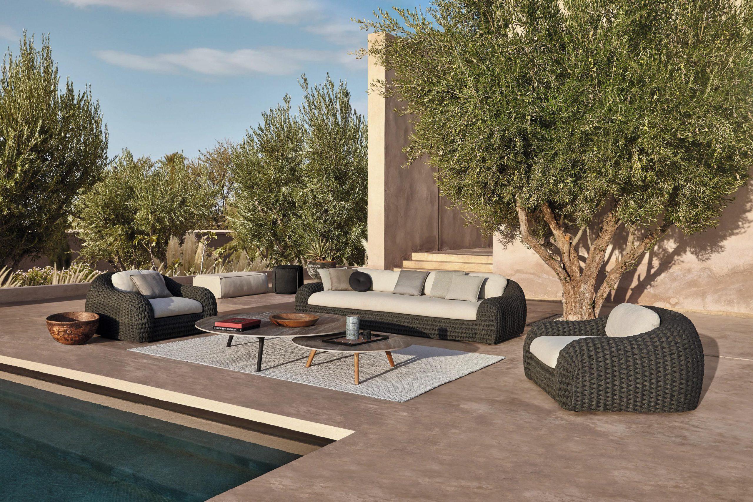En exklusiva utemöbler som passar perfekt i din trädgård eller runt poolen.