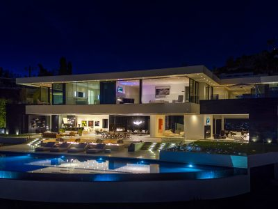 Vi presenterar världens bästa arkitektur samt deras projekt. Exklusiva hem och innovativ arkitektur som verkligen sticlker ut. Inspirerande drömhem från världens alla hörn.